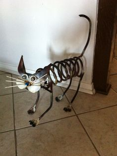Yard art metal calico cat i made from car parts & scraps Metal Yard Art, Metal Tree Wall Art, Scrap Metal Art, Metal Welding, Welding Art, Welding Design, Welding Tips, Metal Projects, Metal Crafts