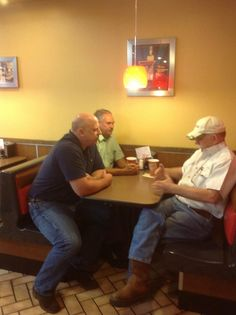 Rep. Scott DesJarlais, R-Tenn., (@DesJarlaisTN04): Meeting in Hardee's in Dunlap this morning, busy week of tours and meetings in #TN04 pic.twitter.com/JWv11Bcx11