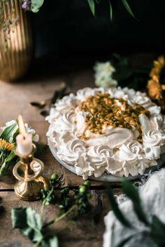 Pie Decoration, Anna Pavlova, Pavlova Recipe, 4 Ingredients, Tray Bakes, Easy Desserts, Sweet Recipes, Sweet Tooth, Food Photography