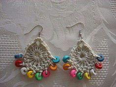 Earrings With Wooden Beads Crochet Jewelry Patterns, Crochet Earrings Pattern, Easter Crochet Patterns, Crochet Accessories, Crochet Rings, Crochet Bracelet, Bead Crochet, Crochet Flower Tutorial, Crochet Flowers