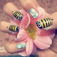 We are just head over heals IN LOVE with this summer bee and sky design from @chocoocupcakee. We want to marry these nails.