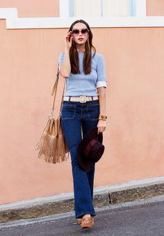 Flared-Jeans sind die Trendhosen im Sommer. Mehr davon auf http://www.freundin.de/mode-modetrend-2015-flared-jeans-234475.html