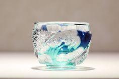 クリスタルガラスを楽しむ:「伝統工芸士 但野英芳氏 作品展」のご紹介 | カガミクリスタル Cut Glass, Glass Art, Stained Glass Mirror, Japanese Pottery, Tea Bowls, Faceted Glass, Glass House, Light And Shadow, Glass Design