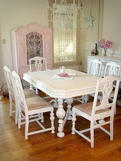 cuuute table, really into the shabby chic look right now, apparently. It's soo cute. cw