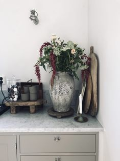 House Of Gold, Eclectic Kitchen, Scandinavian Style, Cozy House, Warm And Cozy, Planting Flowers, Kitchen Dining, Sweet Home, Entryway