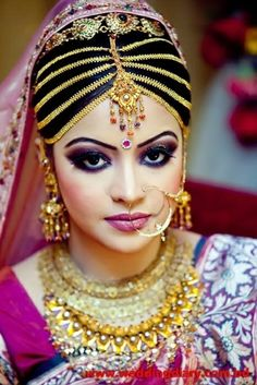 Indian bride. Indian wedding jewelry.