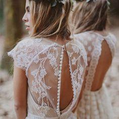 Cum sa ai o nunta boho style? Tie ti se potriveste stilul boho? Gaseste aici inspiratie si detalii de decor, aranjamente florale, rochii de mireasa, tort si altele. Inspiratie pentru povesti magice, check this out!