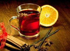 Glühwein is a type of mulled wine that's similar to Scandinavia's glögg. Christmas Afternoon Tea, Christmas Time, Merry Christmas, Warm Wine, Green Cafe, Mulling Spices, Eat Seasonal, Breakfast Tea, Mulled Wine