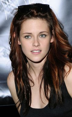 Kristen Stewart - Two tone brunette. new hair color. This is what colors i want the fall Robert Pattinson, Zooey Deschanel, Nikki Reed, Actrices Hollywood, Olivia Wilde, New Hair Colors, Belle Photo, American Actress, Hair Beauty