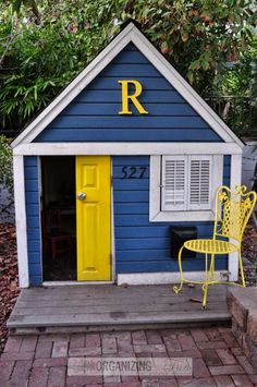 Playhouse in yellow and blue