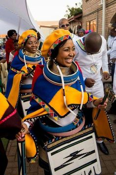 Traditional attire worn by the Ndebele people in South Africa South African Traditional Dresses, African Traditional Wedding, Traditional Wedding Dresses, Traditional Outfits, Traditional Weddings, Venda Traditional Attire, African Wedding Attire, African Attire, African Wear