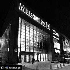 #MilleniumHall w nocnym, czarno-białym wydaniu ❤️ pożyczone od @resinet_pl  #TwojeMiejscewRzeszowie #Rzeszów #architektura #architecture #shoppingcenter #polska #zakupy #centrumhandlowe #galeria