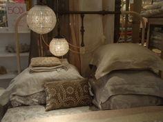 Great vintage metal bed