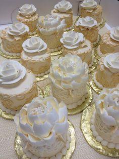 mini wedding cakes Mini cakes for a wedding by The White Flower Cake Shoppe Fancy Cakes, Mini Cakes, Cupcake Cakes, White And Gold Wedding Cake, White Gold, White Flower Cake Shoppe, Mini Wedding Cakes, Cupcake Wedding, Cupcakes Decorados