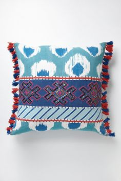 Fringed Javadi Pillow For guest or baby room. Dorm Design, Interior Design, Boho Chic Bedroom, Geometric Cushions, Tropical, Duvet Sets, Home Decor Inspiration, Cushion Inspiration, Ideas