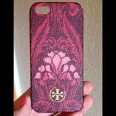 Tory Burch IPhone 5/5s  Case Hardshell Tory Burch Robinson phone case for iPhone 5/5s. Used. The upper right quarter of the logo's  gold circle has chipped off- probably a quick fix with a gold craft pen. Tory Burch Accessories Phone Cases