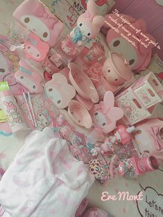 Arte Alien, Pastel Goth Outfits, Kawaii Bedroom, Hello Kitty Items, Hello Kitty Collection, Pink Themes, Cute Home Decor, Pink Room, Harajuku Fashion