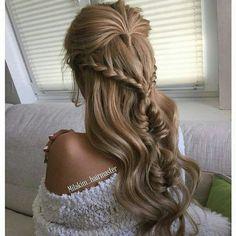 Причёска с распущенными волосами и косами