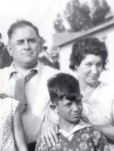 Jack Kerouac and his parents. Clique na foto para garantir livros da Beat Generation.