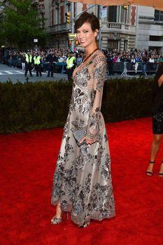 Karlie Kloss en Louis Vuitton http://www.vogue.fr/sorties/on-y-etait/diaporama/gala-du-met-costume-institute-punk-couture/13108/image/751475#!gala-du-met-costume-institute-2013-karlie-kloss-louis-vuitton