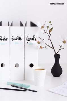DIY Organizer File Folder (diy home interior decorating ideas) Folder Organization, Diy Organisation, Home Office Organization, Office Workspace, Organizing, Office Setup, Home Office Design, Home Office Decor, Diy Home Decor