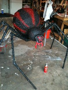 For next Halloween. Spider done and heres a few update pics. Easily the largest Halloween prop I own! To give yall a sense of scale, thats a can of Great Stuff underneath the spider. Sac Halloween, Halloween Outside, Outdoor Halloween, Couple Halloween Costumes, Halloween 2019, Holidays Halloween, Halloween Crafts, Halloween Tricks, Halloween Forum