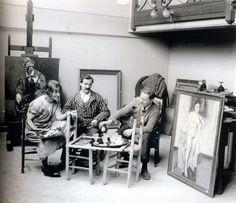 Suzanne Valadon, son mari André Utter, et son fils Maurice Utrillo, avenue Junot à Montmartre, en 1926