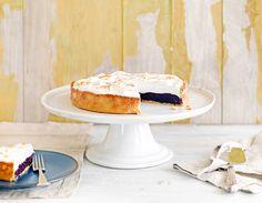 Täytä trendikäs marenkipiirakka vaihteeksi mustikoilla. Kurkkaa resepti! Pie Recipes, Baking Recipes, Yams, Deserts, Sweets, Drink, Food, Inspiration, Ideas