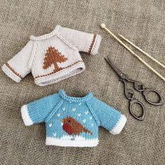 💙 Pattern by @littlecottonrabbits . . #knit #handmade #amigurumi #yarnlove #yarn #手編み #編み物 #knitting #手作り #handknit #sweater #cute #可愛い #handmadeknit #clothes #toy #handmadetoys #コーデ #friends #love #diy #häkeln #haken #stricken #needles #littlecottonrabbits #セーター Doll Clothes Patterns, Doll Patterns, Clothing Patterns, Knitting Patterns, Teddy Bear Clothes, Little Cotton Rabbits, Eco Clothing, Knitted Dolls, Christmas Knitting