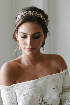 Classic Beauty | 14 romantic wedding updos you'll fall in love with #UpdosRomantic