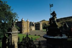 Join the travel experts at Tauck on a spectacular Scotland tour and marvel at its vibrant culture and incredible scenery. How you see the world matters, explore with Tauck.