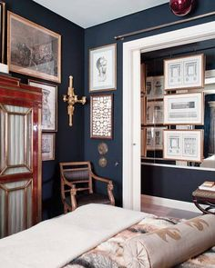 theaestate: black magic VIA I will have a navy room one day....likely a library room :)
