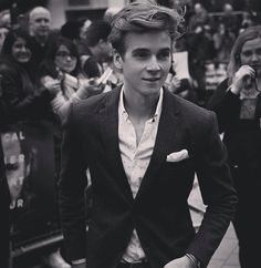 ❤❤Joe Sugg❤❤ One of my favorite Youtubers.