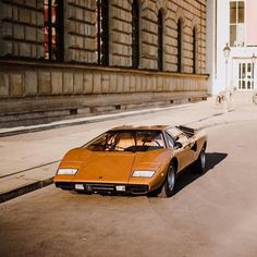 Lamborghini Countach - early one, in its purest form - its a low car. Classic Sports Cars, Best Classic Cars, 3008 Peugeot, Peugeot 206, Car In The World, Car Photos, Car Pics, Lamborghini Aventador, Old Cars