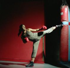 Workout With Kicking A Punching Bag | LIVESTRONG.COM