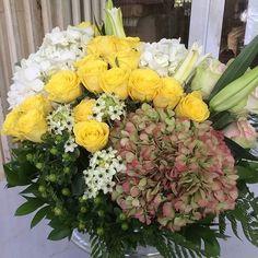 Love flows like flowers. pic via @araliabynature #flowers #love #inspiration #yellow #welove