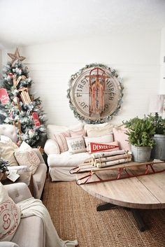 Cozy Cottage Christmas Home Tour - Filled with great cottage Christmas decor! Cottage Christmas, Merry Little Christmas, Cozy Christmas, Christmas Fashion, Country Christmas, All Things Christmas, Christmas Holidays, Christmas Decorations, Holiday Decor