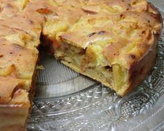 Un bon gâteau aux pommes, raisins secs et cannelle,   pour le goûter. Il est excellent et idéal pour se réchauffer   quand il fait froid ...