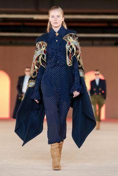 Balmain Ready To Wear Fall Winter 2020 Paris Best Of Fashion Week, Live Fashion, Fashion 2020, Runway Fashion, Fashion Show, Fashion Looks, Fashion Design, Balmain, Designer Wear