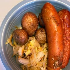 If your food happy place involves meat and potatoes, you'll love this German-inspired lunch that Chef Mike's cooking up! What you'll need: Sausages Sauerkraut Potatoes Onion Cabbage Mustard Greek Recipes, Mexican Food Recipes, Italian Recipes, Dinner Recipes, German Recipes, Potato Dishes, Beef Dishes, Sausage Sauerkraut, Cheesy Recipes