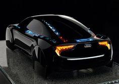 Für die Freunde des amerikanischen Kultfilms Tron wird ein Traum wahr. Audi hat einen Prototypen gebaut, der dem computeranimierten Tron-Auto sehr nahe kommt.