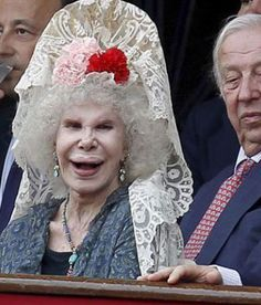 plastic surgery gone wrong - the Duchess of Alba Plastic Surgery Facts, Botched Plastic Surgery, Bad Plastic Surgeries, Plastic Surgery Gone Wrong, Bad Celebrity Plastic Surgery, Kings & Queens, Without Makeup, Body Modifications, Weird And Wonderful