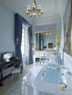 La Suite Impériale - Bathroom - Shangri-La Hotel, Paris