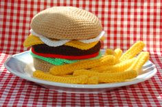 Cheeseburger & Chips - Knitted / Crocheted Food #knittedfood #crochetedfood #playfood #toyfood #crochetfood