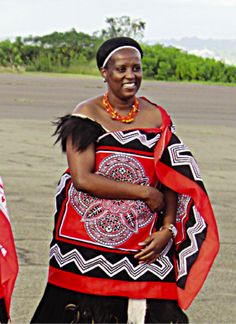 The King of Swaziland has 14 wives. Who are these women? Are they gender equality activists in disguise or merely happily married traditionalists? Meet the queens. African Life, African Women, African Fashion, Zulu Women, African Traditional Wedding, Traditional Dresses, Lion King Musical, La Madone, African Royalty