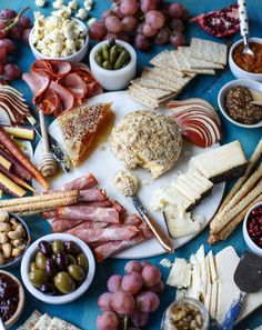 butternut squash cheeseball and a holiday cheese board I howsweeteats.com
