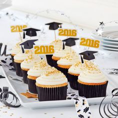 Celebrate your favorite grad with these DIY Graduation Cupcakes