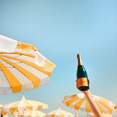 Veuve Clicquot to Host the Ultimate Champagne Party Weekend Veuve Cliquot, Summer Aesthetic, Cozy Aesthetic, Beach Aesthetic, Aesthetic Vintage, Outfit Trends, In Vino Veritas, Jolie Photo, Mellow Yellow
