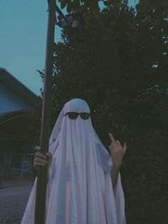 Ghost Photography, Grunge Photography, Aesthetic Photo, Aesthetic Pictures, Photographie Portrait Inspiration, Photos Originales, Ghost Pictures, Best Friend Pictures, Aesthetic Wallpapers