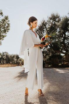 A stylish fall Italian wedding with an insanely gorgeous cake Civil Wedding Dresses, Elegant Wedding Gowns, Italian Wedding Dresses, Cowgirl Wedding, Wedding Boots, Elegante Jumpsuits, Wedding Pantsuit, Wedding Jumpsuit, Gorgeous Cakes